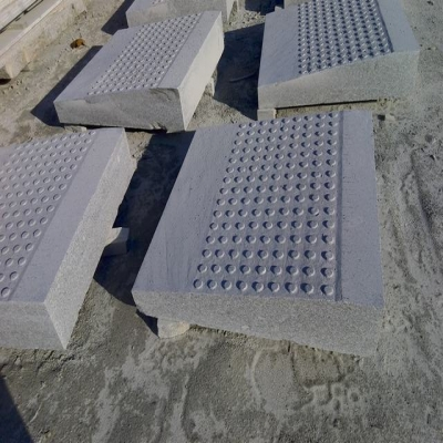 shapped blind track paver with knobs